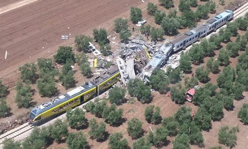 Hai tàu hỏa chở khách đấu đầu ở Italy