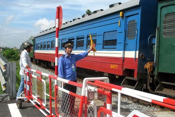 Bàn giải pháp đảm bảo ATGT đường ngang qua đường sắt