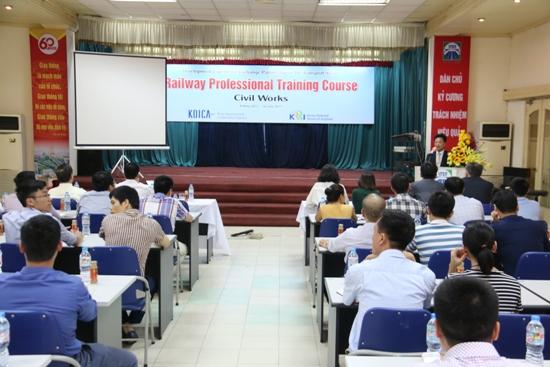 Khai giảng khóa đào tạo đầu tiên về nghiệp vụ công trình đường sắt