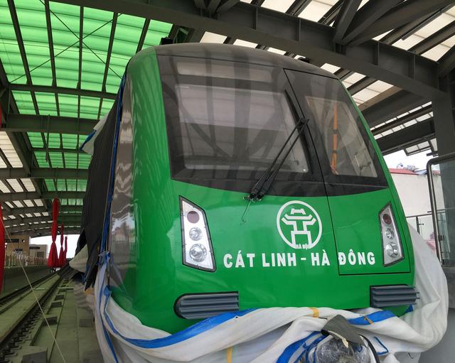 Cận cảnh tàu Cát Linh - Hà Đông tại ga đường sắt trên cao